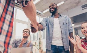 Como benefícios podem ajudar na construção de uma cultura organizacional?